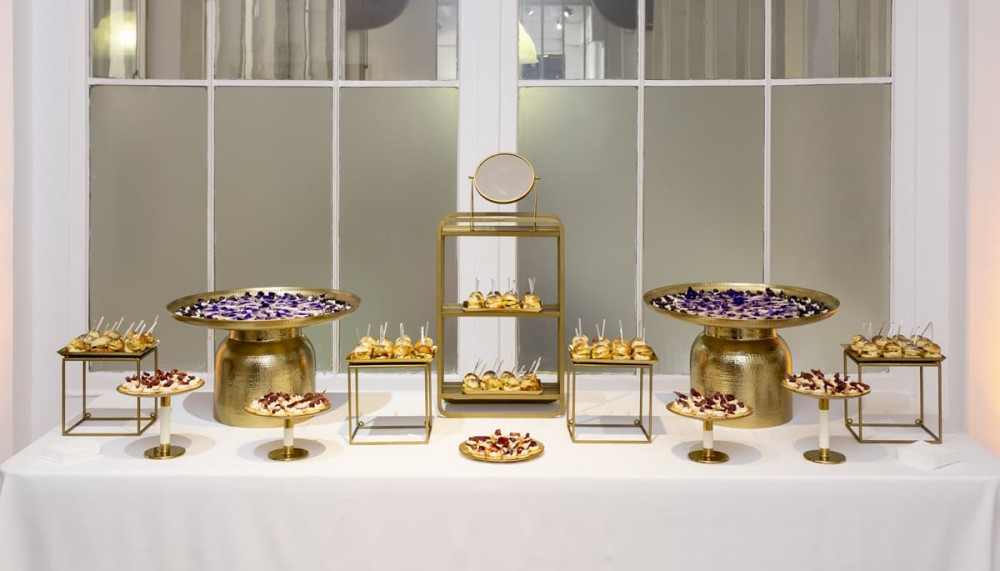 Buffet violet et or