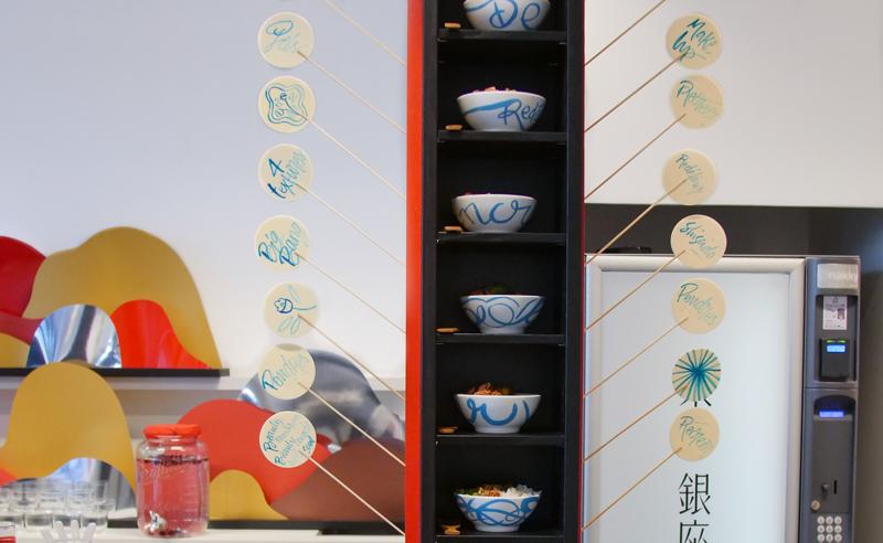 bols de chirashi à l'encre bleue